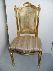 Chair Ref M287A. Beautiful and noble chair with back of grid and upholstered lining made of wood in gold color. Dimensions 53 x 104 x 49 cm.