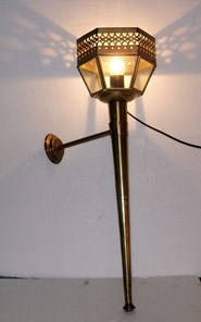 Lamp Ref 17000350A. Nice and decorative medieval mural lamp made of aged gold metal and glass. Incorporates thread E-27 (thick thread) with bulb and cable with switch. Dimensions 20 x 72 x 23 cm.